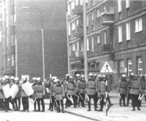 Stan wojenny w Polsce, relacje